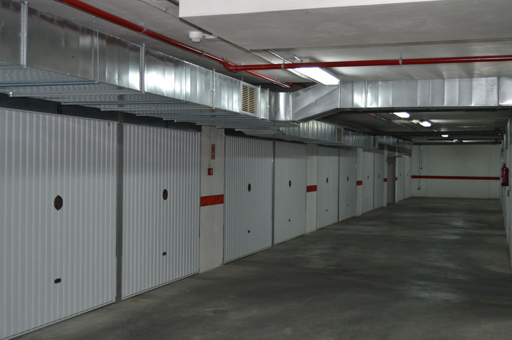 Garajes en calle Miguel Hernández nº 31