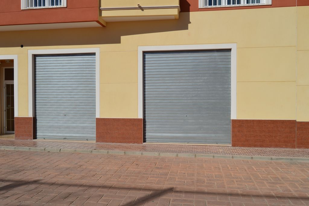Local comercial en calle Miguel Hernández nº 29