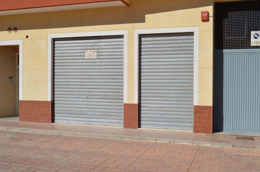 Local comercial en calle Miguel Hernández nº 31