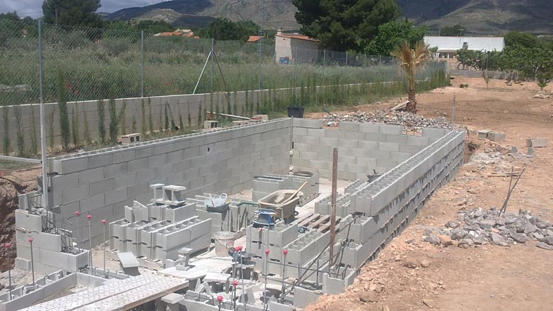 Construcción de piscina en casa de campo